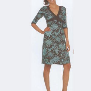 NWT V-neck 3/4 Sleeve Floral Print Dress Size M
